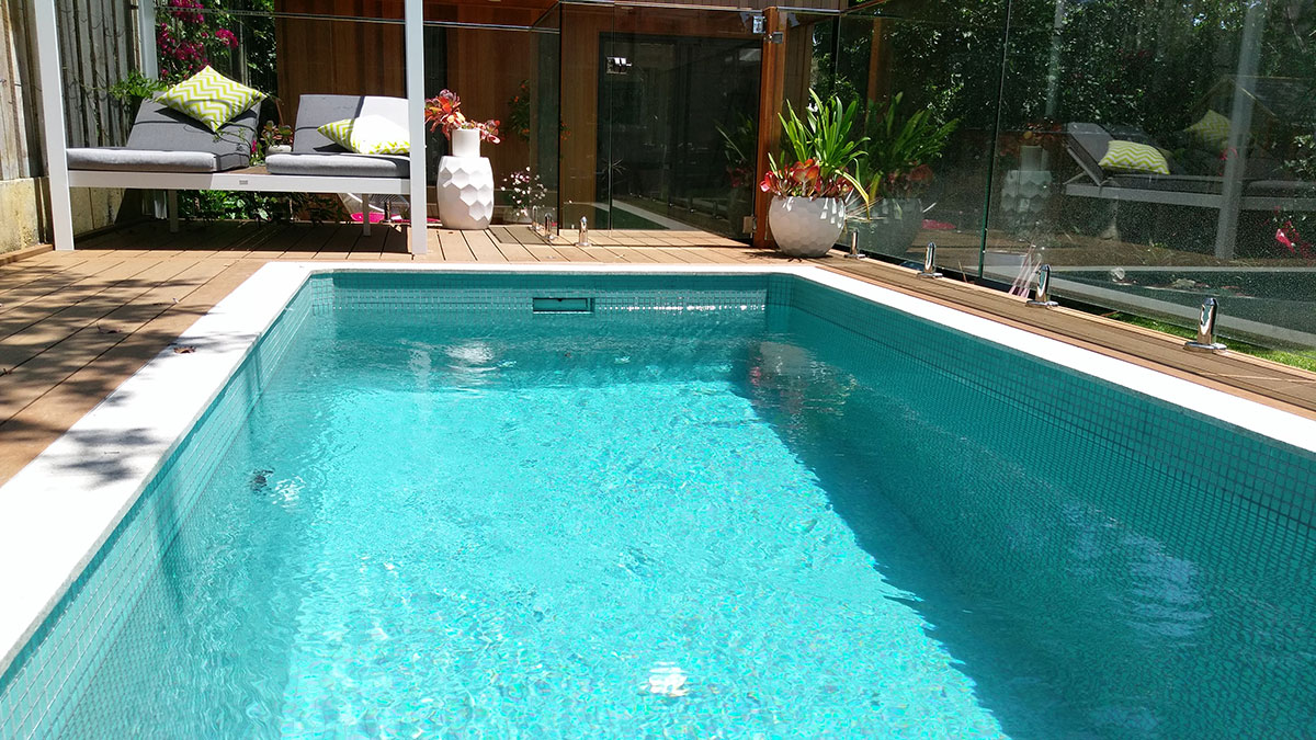 Concrete Rectangular plunge pool above ground pool
